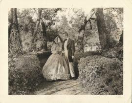 GONE WITH THE WIND -M22- OLIVIA DE HAVILLAND AS MELANIE AND LESLIE HOWARD AS ASHLEY AT TWELVE OAKS