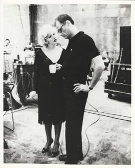 MARILYN MONROE AND ARTHUR MILLER CONVERSE ON SOME LIKE IT HOT SET (1959)