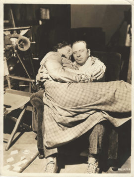 MARIE DRESSLER AND WALLACE BEERY TAKE A NAP (1933)