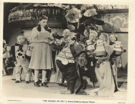 WIZARD OF OZ/JUDY GARLAND AND THE MUNCHKINS (1939)