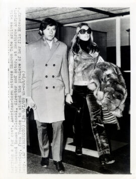 ROMAN POLANSKI, SHARON TATE (1969) at Heathrow Airport