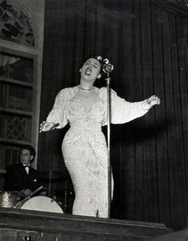 LENA HORNE ONSTAGE (ca. 1942)