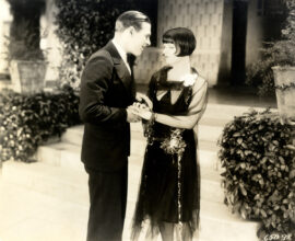 LOUISE BROOKS / ROLLED STOCKINGS (1927) - 2
