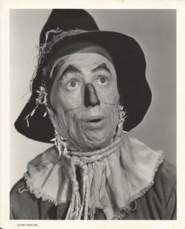WIZARD OF OZ, THE (1939) Superb close-up of Ray Bolger as the Scarecrow