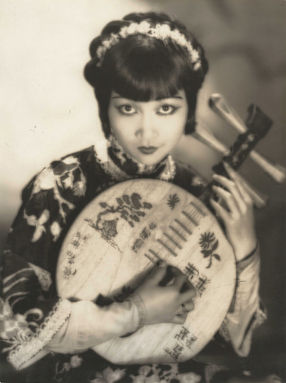 Anna-May-Wong 1927 Photographed by Clarence Sinclair Bull